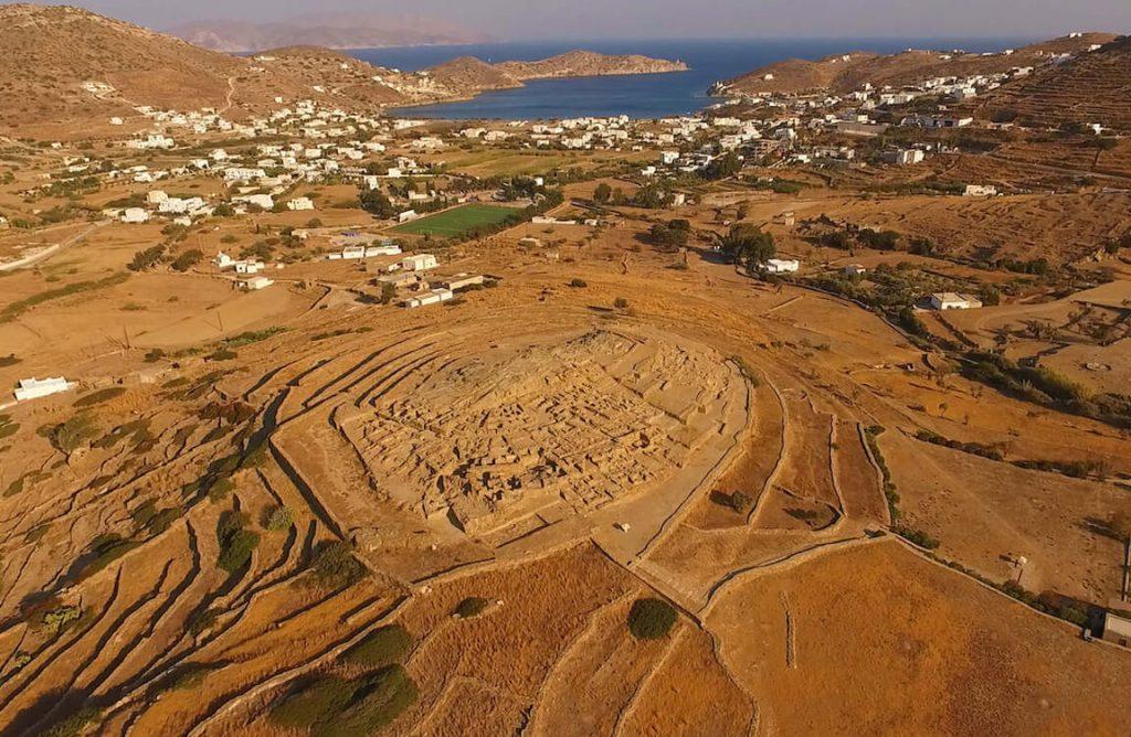 Ios island tour, Skarkos prehistoric site & Manganari beach