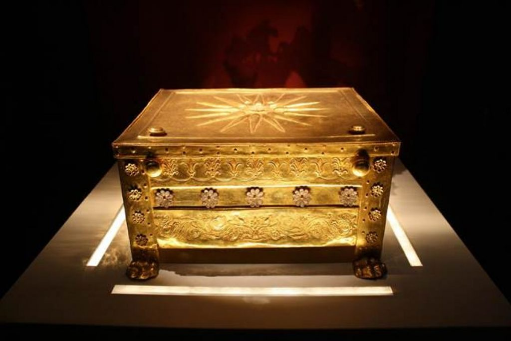 Vergina: The Royal Tombs and their Treasures